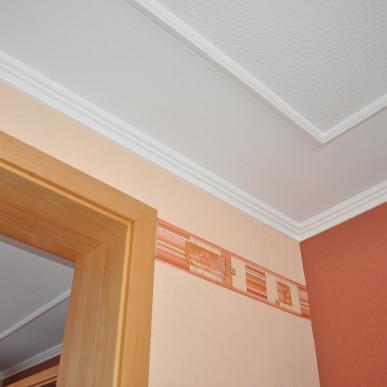 Wohnzimmerdesign mit Zierstuck