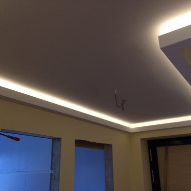 Trockenbau mit stimmungsvoller Lichtinstallation